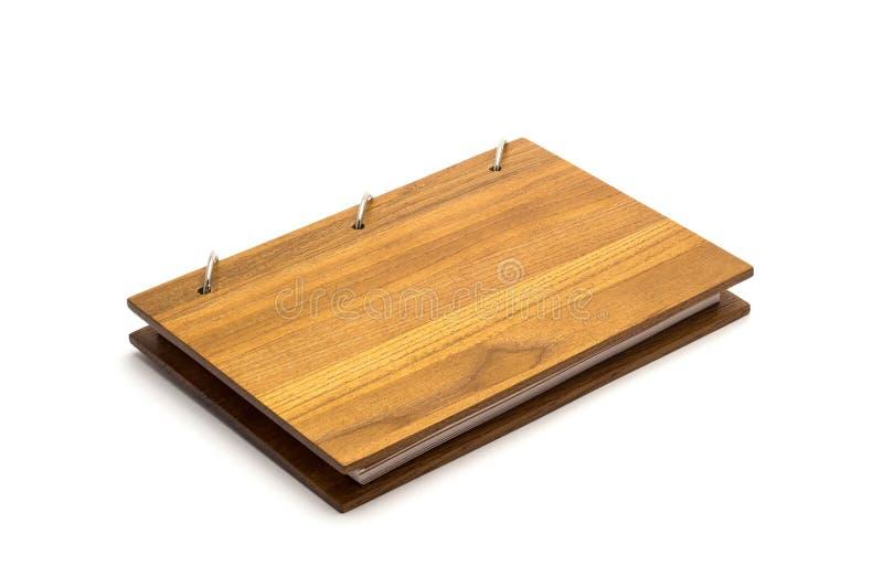 有盖子的一个开放剪贴薄笔记本由自然材料制成 免版税库存图片
