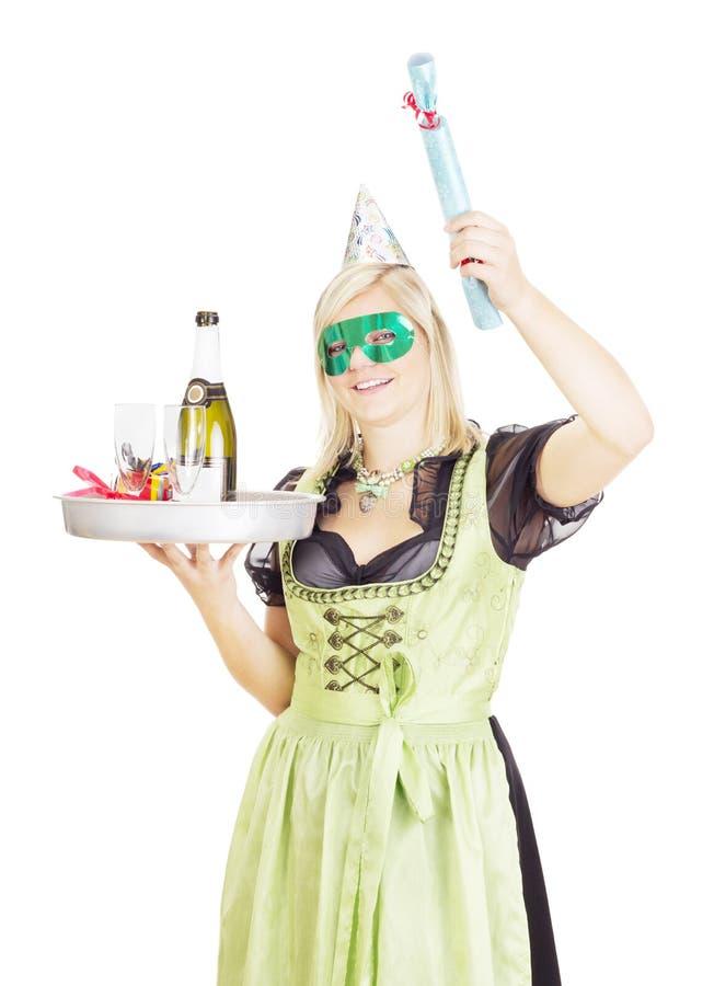 有盘子的年轻女服务员 免版税库存图片