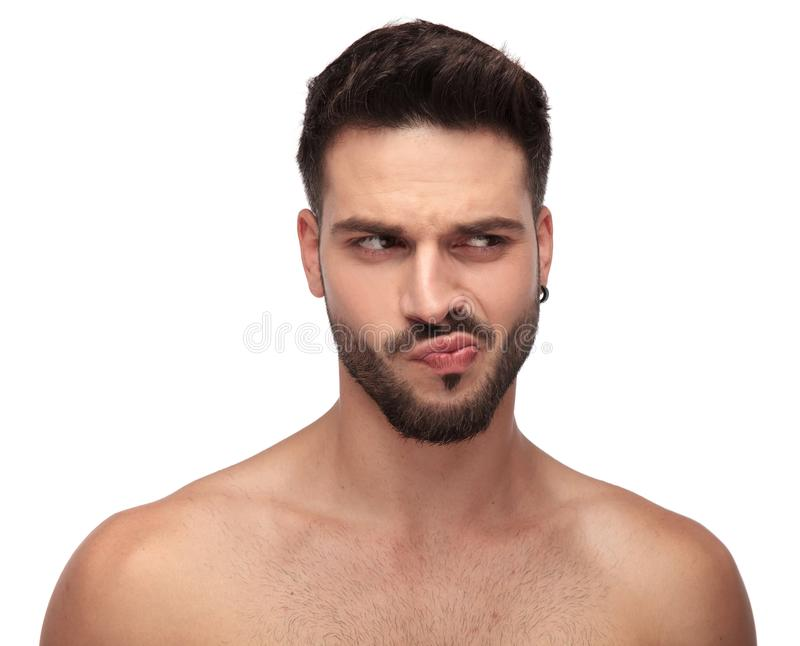 有看起来去好奇的胡子的愚蠢的不穿衣服的人 库存照片
