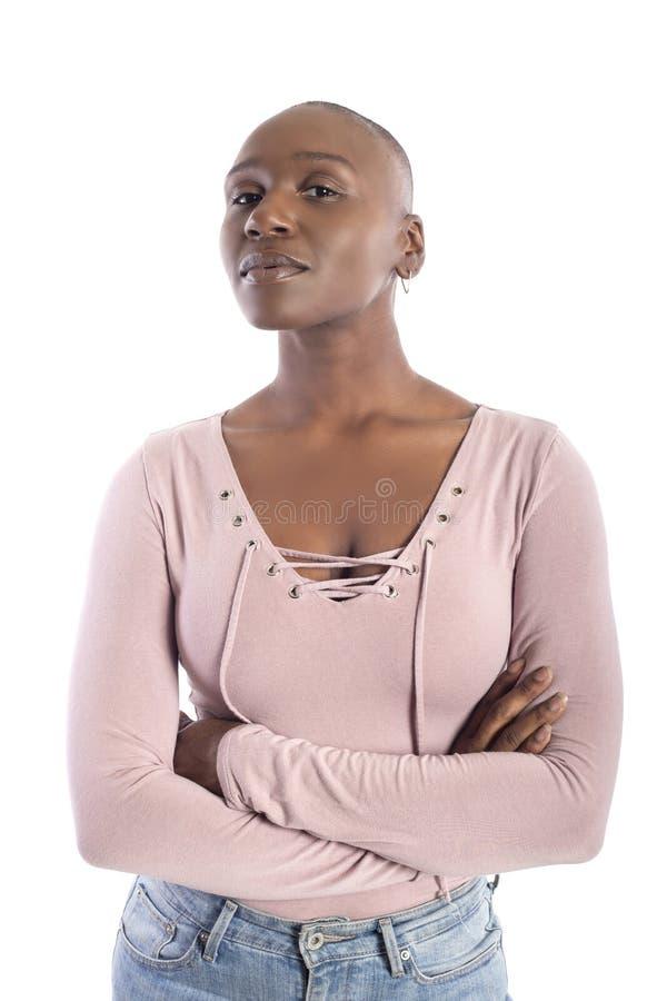 有看起来秃头的发型的黑人非裔美国人的女性确信 免版税库存图片