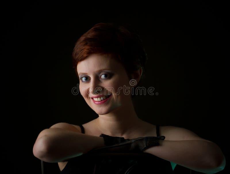 有短发的美丽的红头发人妇女 免版税库存图片