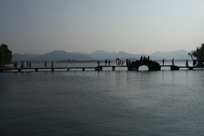 有石桥梁的西湖 库存图片