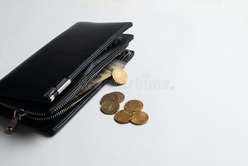 有硬币的钱包,有金钱的钱包,有票据的充分的钱包和 图库摄影