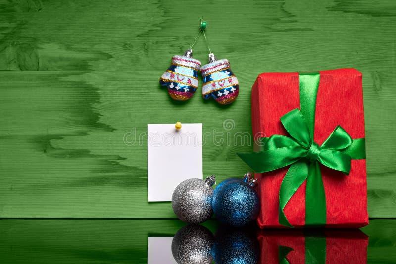 有礼物和贴纸的圣诞节礼物 免版税库存图片