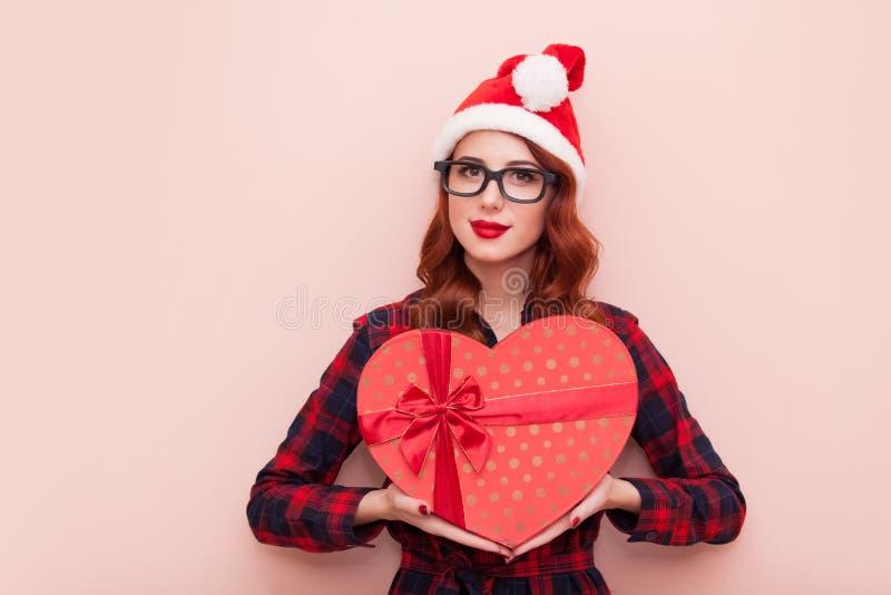 有礼物盒的白种人女孩 免版税图库摄影