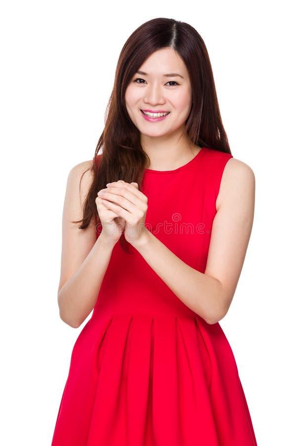 有祝福标志的亚裔妇女春节 免版税库存图片