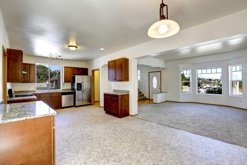 有空心肋板计划的议院 空的生活和厨房室 库存照片