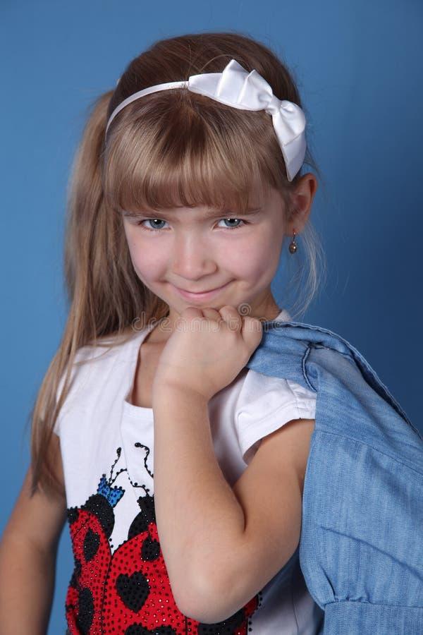 有空白丝带的秀丽女孩 库存照片