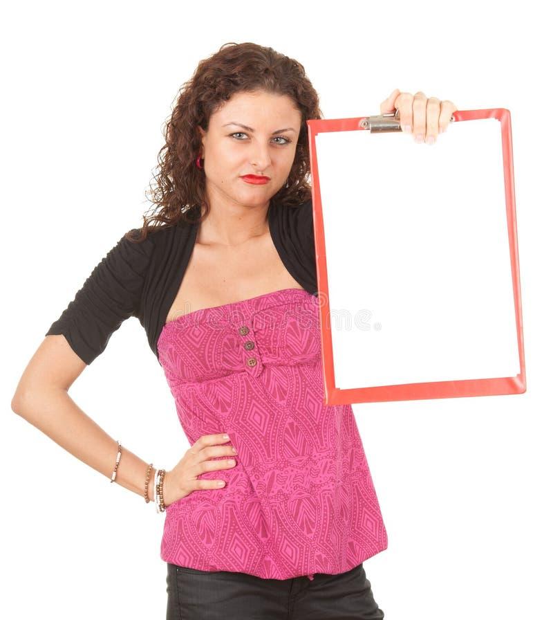 有空白剪贴板的恼怒的少妇 免版税库存图片
