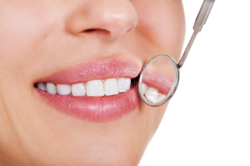 有空白牙的微笑的妇女 免版税图库摄影