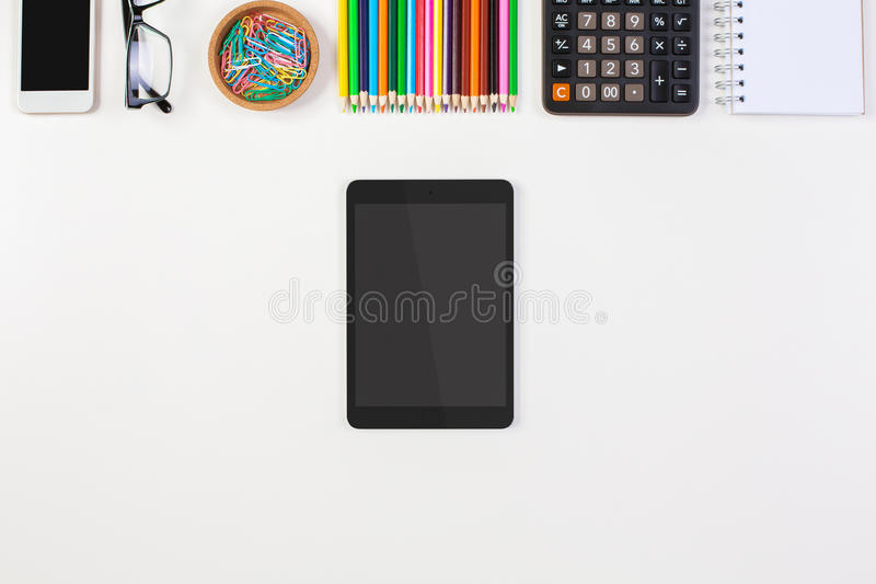 有空白的片剂的桌面 免版税库存图片