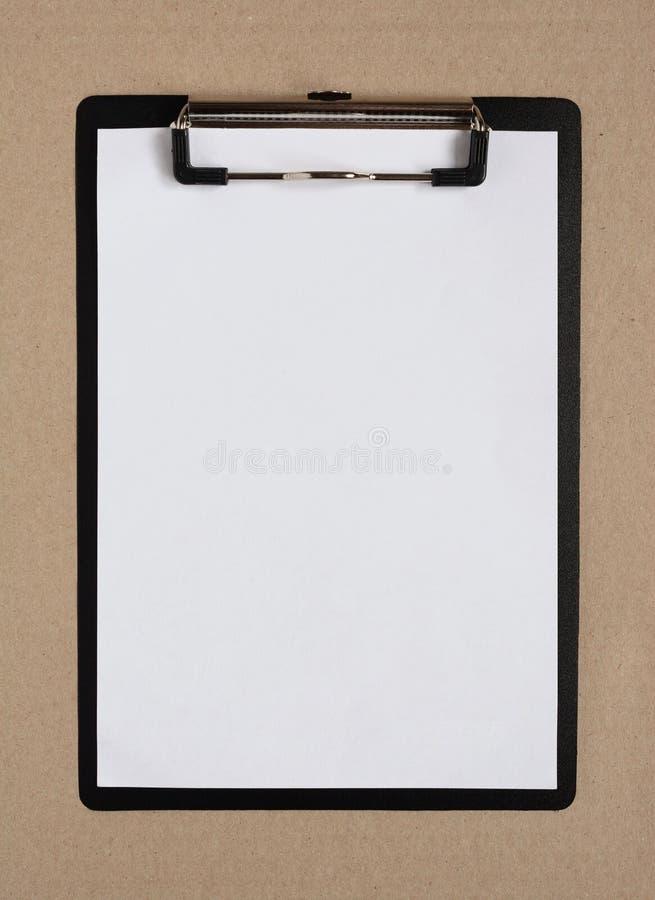 有空白的纸片的剪贴板 免版税图库摄影