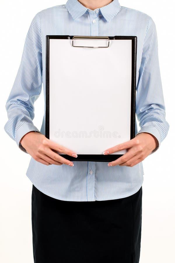 有空白纸的女性的剪贴板 免版税库存照片