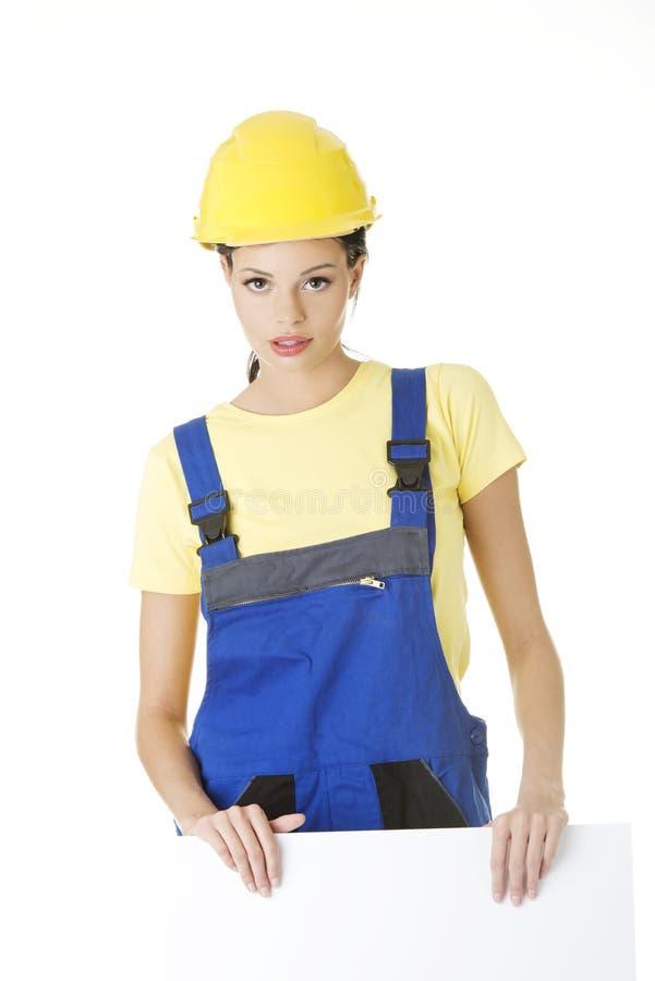 有空白董事会的女性建筑工人 免版税库存照片