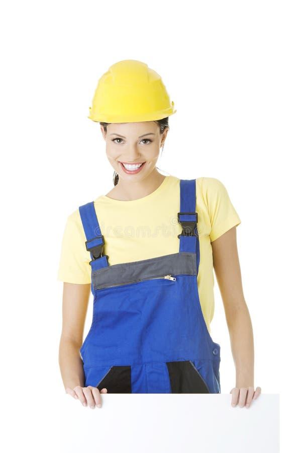 有空白董事会的女性建筑工人 免版税库存图片