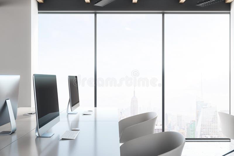 有空的膝上型计算机的白色coworking的办公室 库存例证