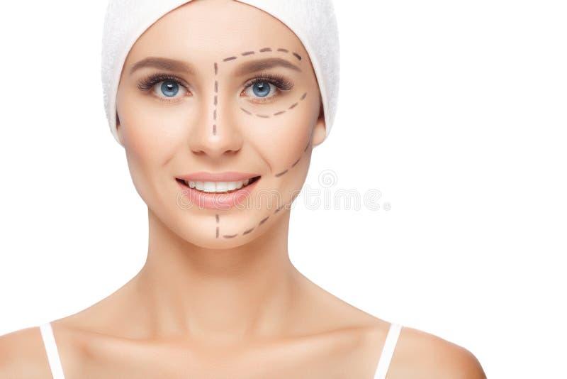 有穿孔线的妇女在她的面孔 免版税库存图片