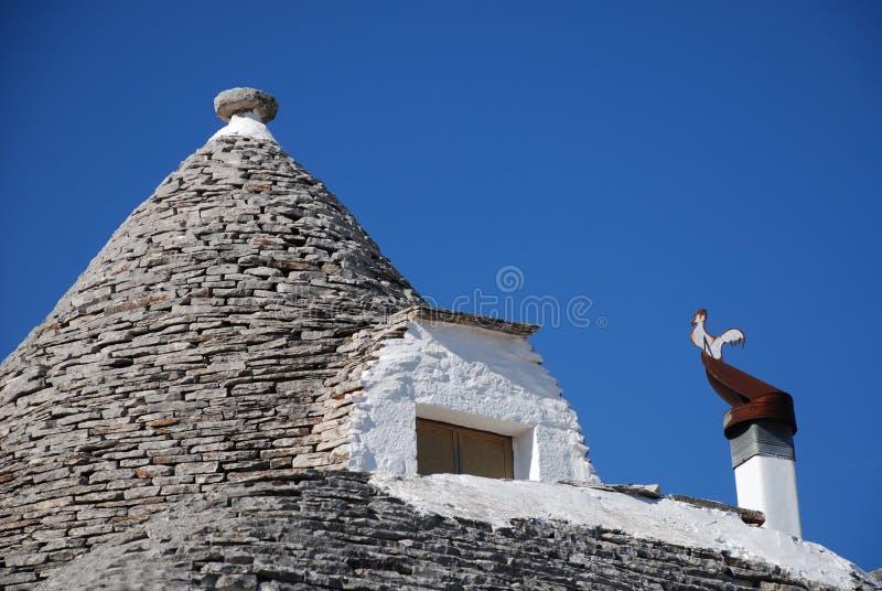 有窗口的Trullo屋顶 免版税库存照片