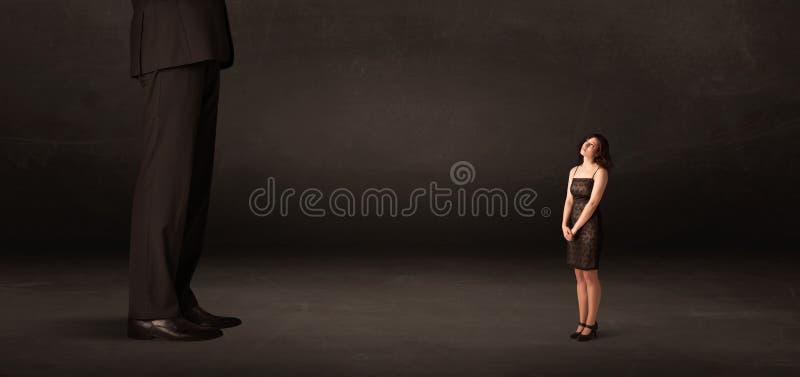 有站立在前边概念的小女实业家的巨大的人 免版税库存图片