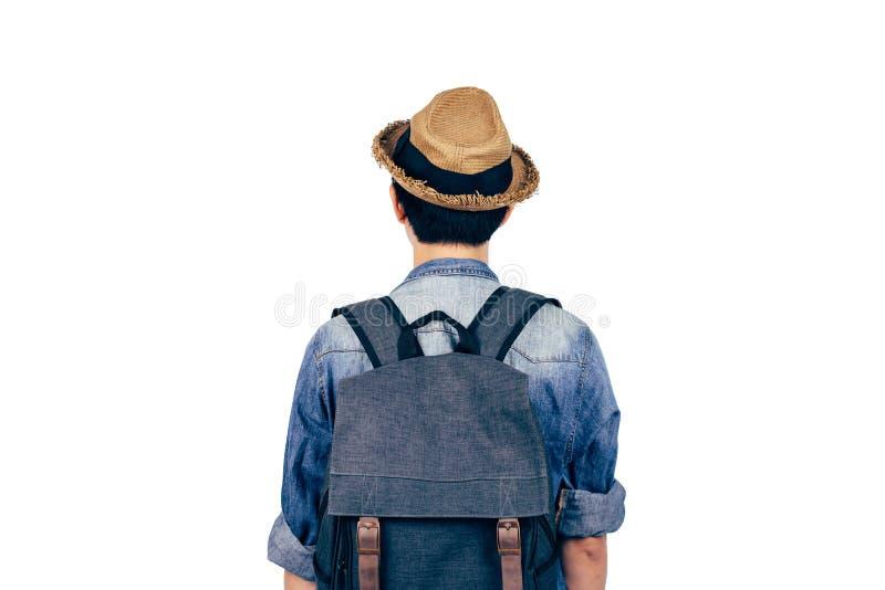 有站立在白色背景的帽子的年轻游人 看看法的背包徒步旅行者被隔绝 免版税库存照片