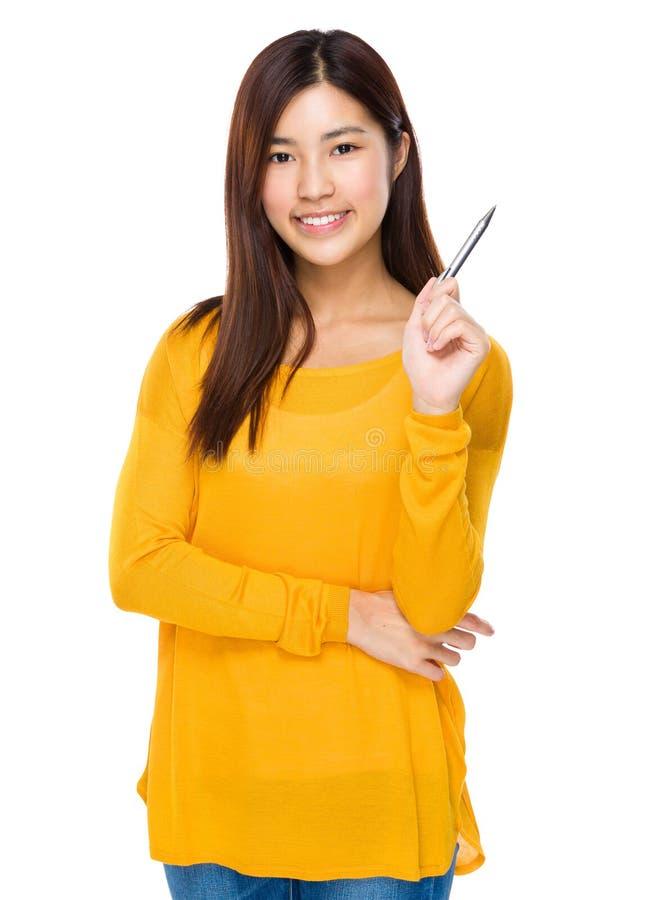 有笔的指向亚裔的妇女  库存图片