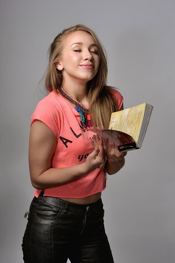 有笔记本的女孩 库存照片