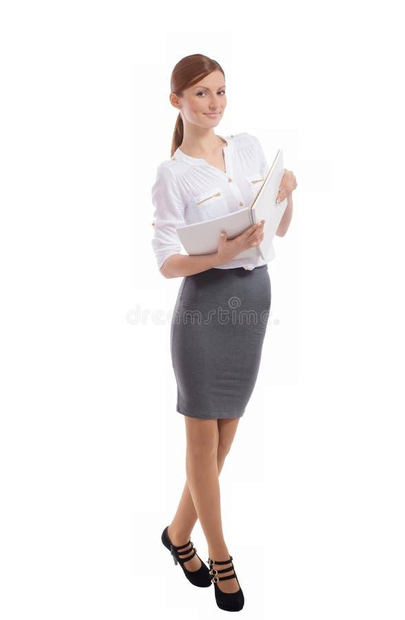 有笔记本的微笑的办公室夫人 库存图片