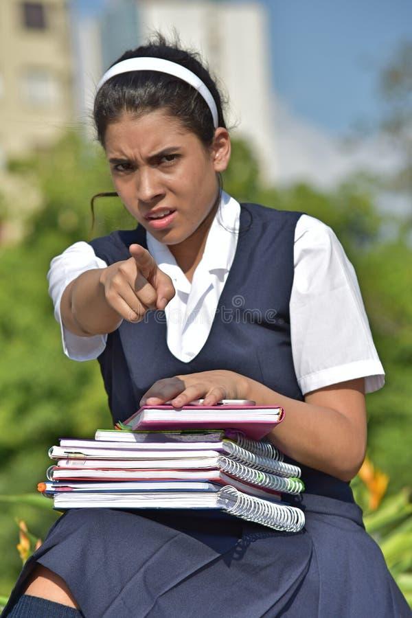 有笔记本的恼怒的宽容哥伦比亚的女生 免版税库存照片