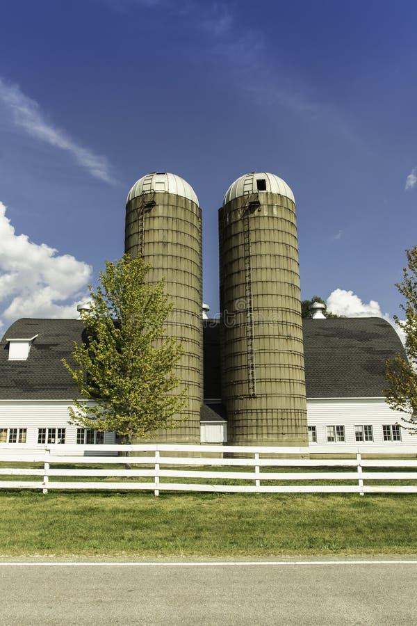有筒仓的美国国家(地区)农场 免版税图库摄影