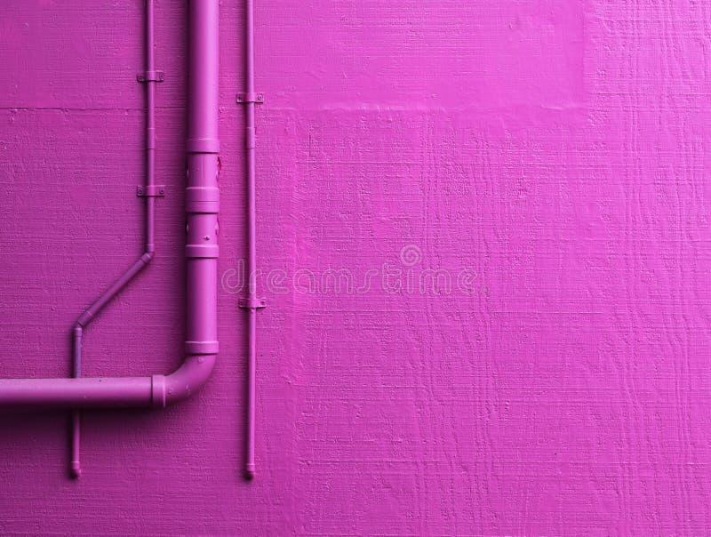 有管道的桃红色墙壁 图库摄影