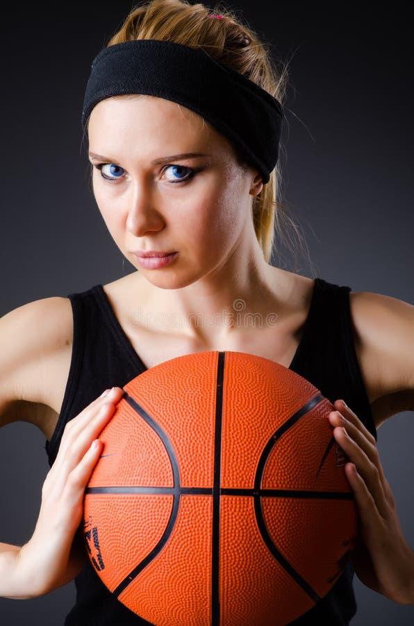 Download 有篮球的妇女在体育概念 库存图片. 图片 包括有 飞跃, 球员, 白种人, 执行, 女性, 特写镜头, 背包 - 72365103
