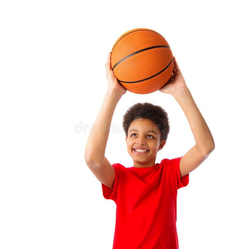 有篮球的非裔美国人的男生 库存图片