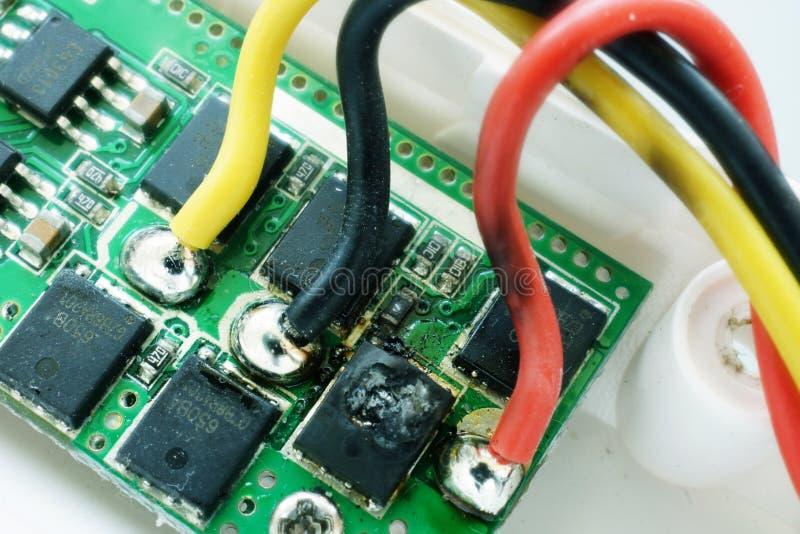 有精疲力竭微集成电路的微型电路 故障的电子设备 免版税图库摄影