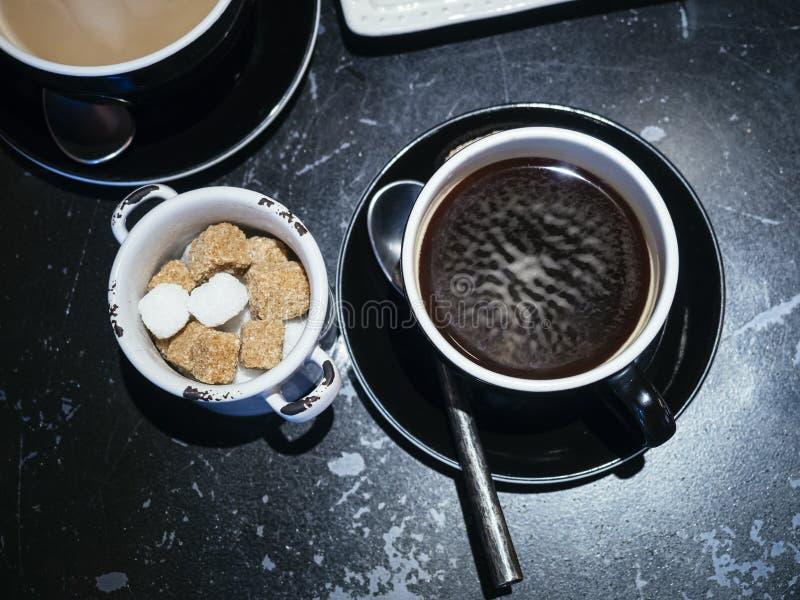 Download 有糖立方体行家生活方式的咖啡杯 库存照片. 图片 包括有 餐馆, 杯子, 自然, 食物, 减速火箭, 匙子 - 62538380