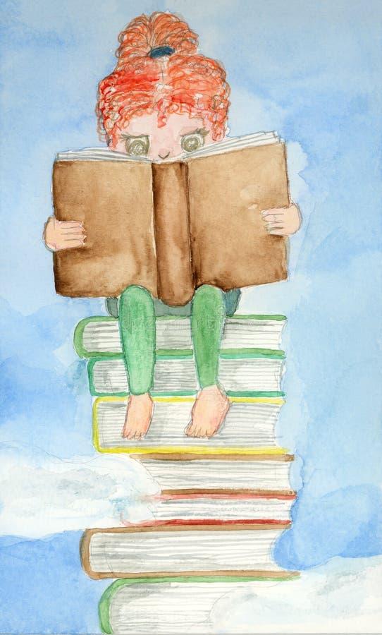 有红色头发读书的儿童女孩在蓝色多云天空的书架 免版税库存照片