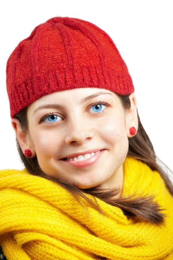 有红色帽子的俏丽的妇女 免版税库存照片
