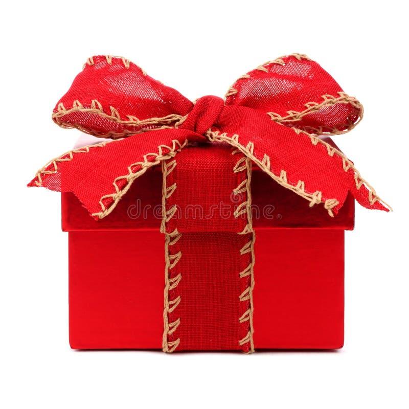 有红色弓的红色圣诞节在白色的礼物盒和丝带 免版税图库摄影