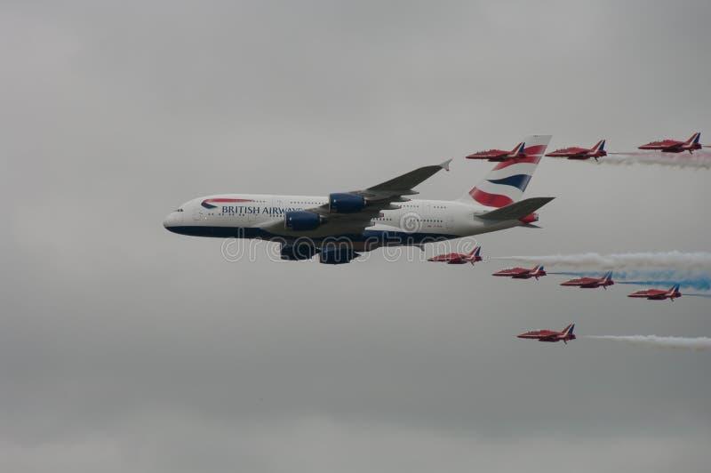 有红色箭头的空中客车A380 免版税库存图片
