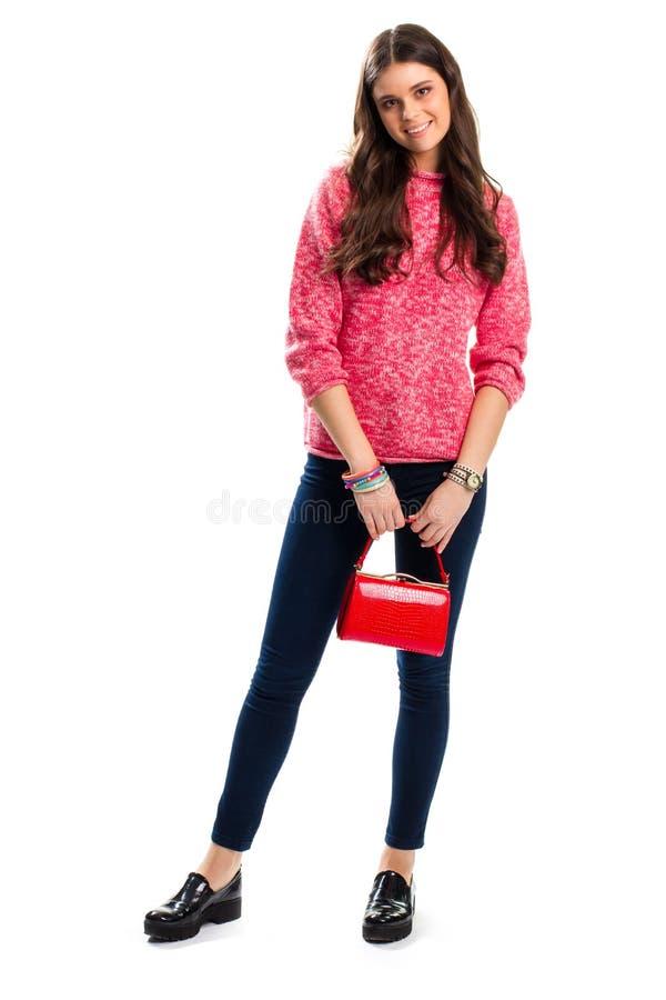有红色袋子微笑的夫人 免版税库存图片