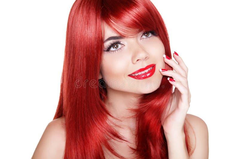有红色长的卷发的可爱的少妇 愉快微笑 库存图片