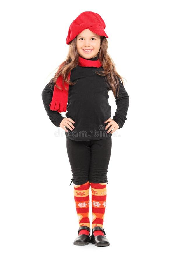 有红色贝雷帽的时兴的小女孩 库存照片