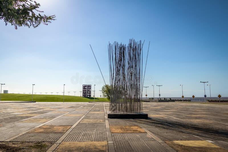 有纪念碑的Parque de la Memoria公园致力军事专政-布宜诺斯艾利斯,阿根廷的受害者 免版税库存照片