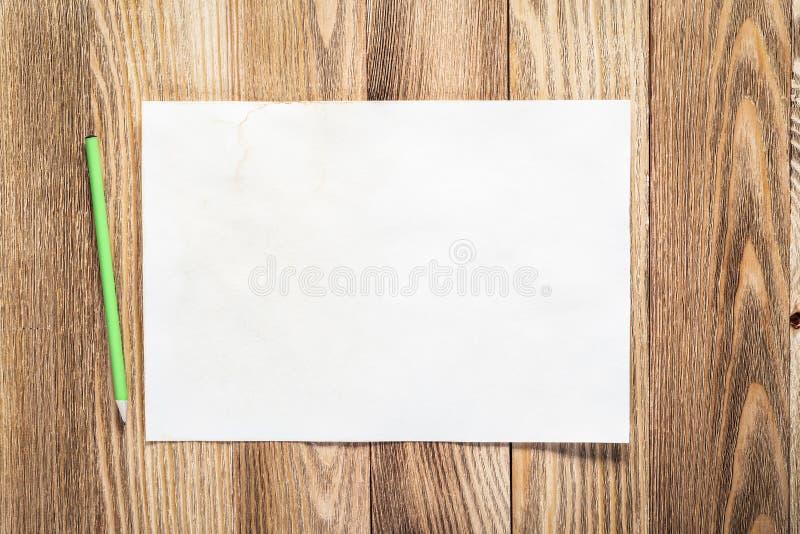有纸和铅笔的企业工作场所 库存照片