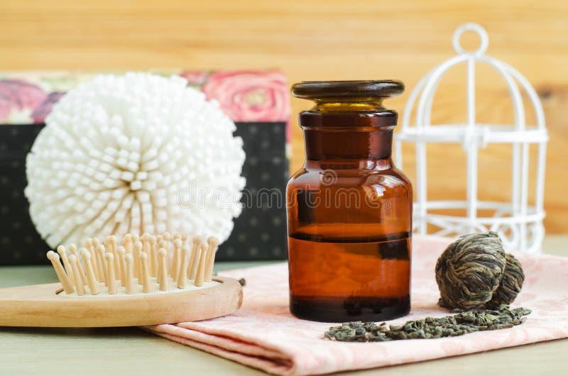 有绿茶萃取物酊、注入、面孔和头发调色剂的药房瓶 Diy化妆用品食谱 自然秀丽治疗 库存图片