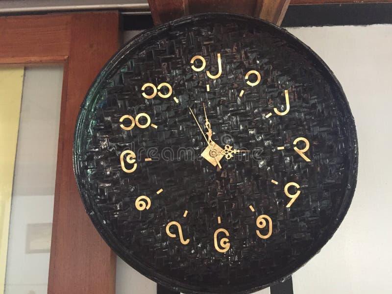 有缅甸数字的壁钟 库存照片