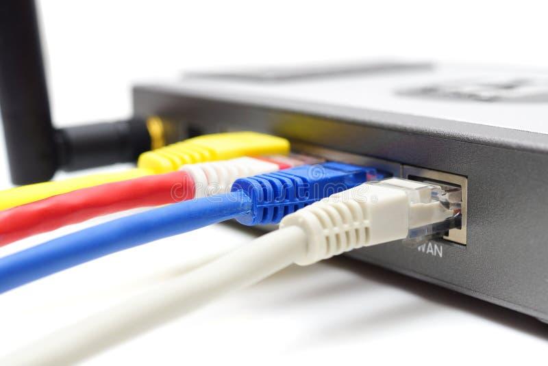 有缆绳的无线路由器 库存图片