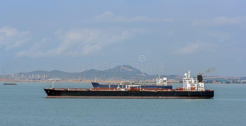 有罐车的Pengerang深水石油终端 库存照片