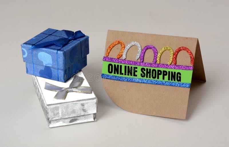 有网上购物卡片设计的礼物盒 免版税图库摄影