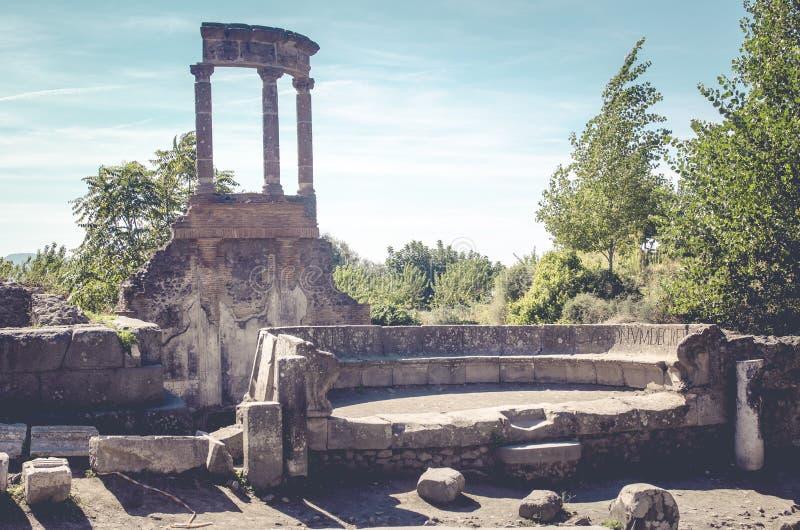 有罗马大厦遗骸的街道在庞贝城意大利 库存照片