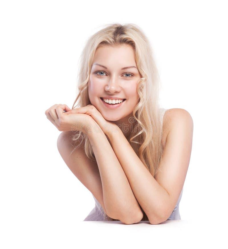 有美丽的健康面孔的年轻微笑的妇女 免版税图库摄影